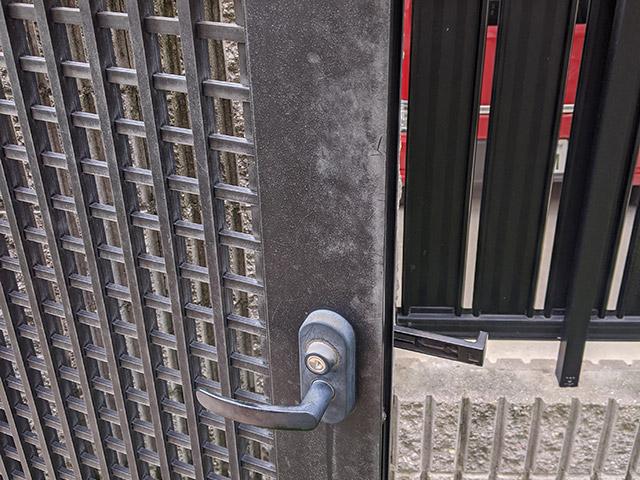 アルミ製門扉の劣化